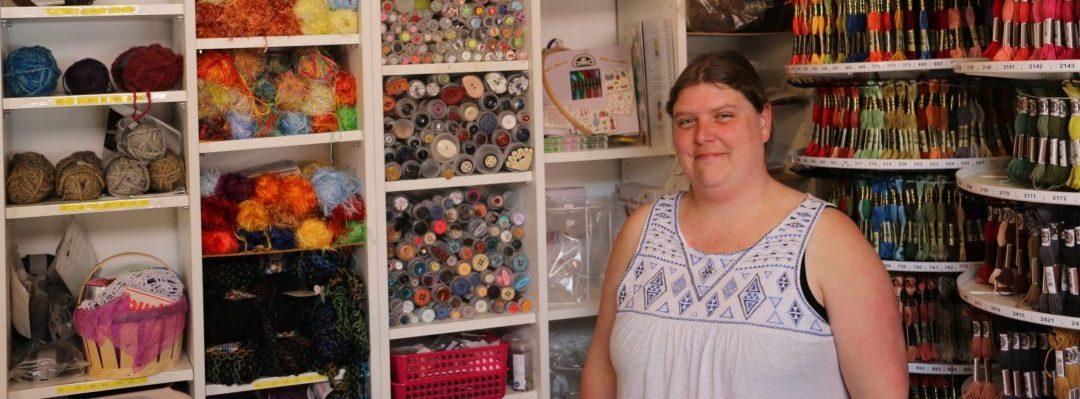 Thann-photo commerce au Brin du Fil, portrait de Mme Sandrine Nere, Gerante