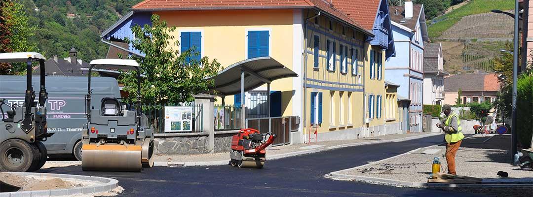 Vue sur une rue de Thann en travaux