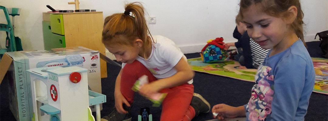 enfants qui jouent ensembles a la ludotheque de thann
